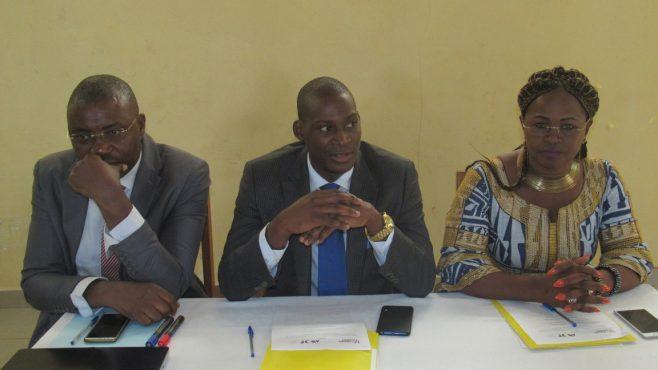 De gauche à droite: Le consultant du projet, le 2ème adjoint au préfet de la Mifi, la Présidente exécutive de Horizons Femmes